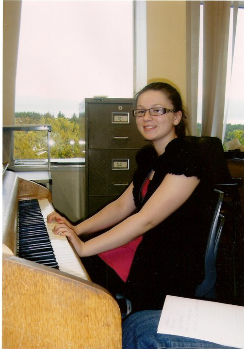Lauren McKinney Piano Playing